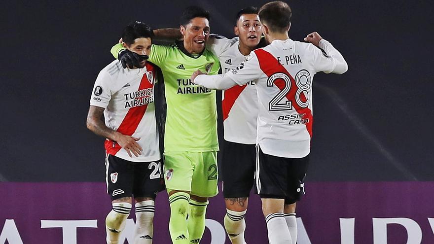 El River gana con Enzo Pérez de portero