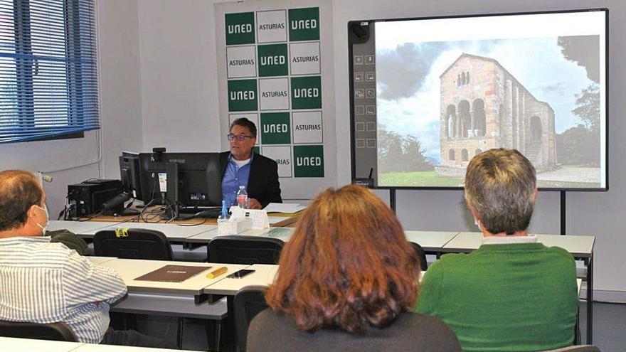 Sesión académica sobre el arte prerrománico en la sede de la UNED