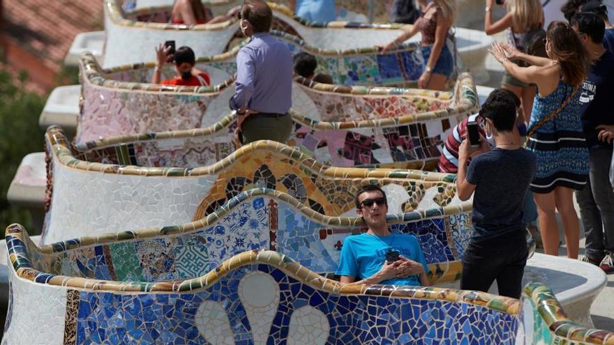 Cataluña suma 1.226 nuevos positivos, 894 de ellos en el área metropolitana