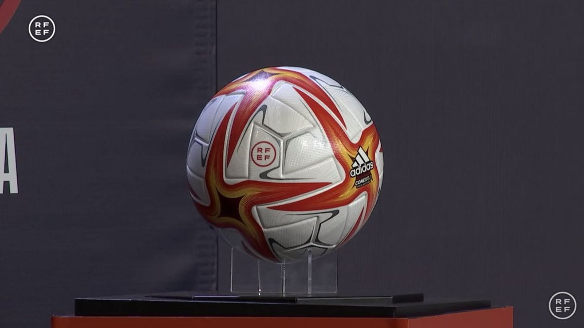 Balón con el que se disputará la Primera Federación