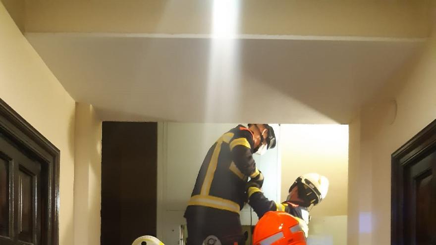 Un ascensor se descuelga en València y sus ocupantes son salvadas 'in extremis'