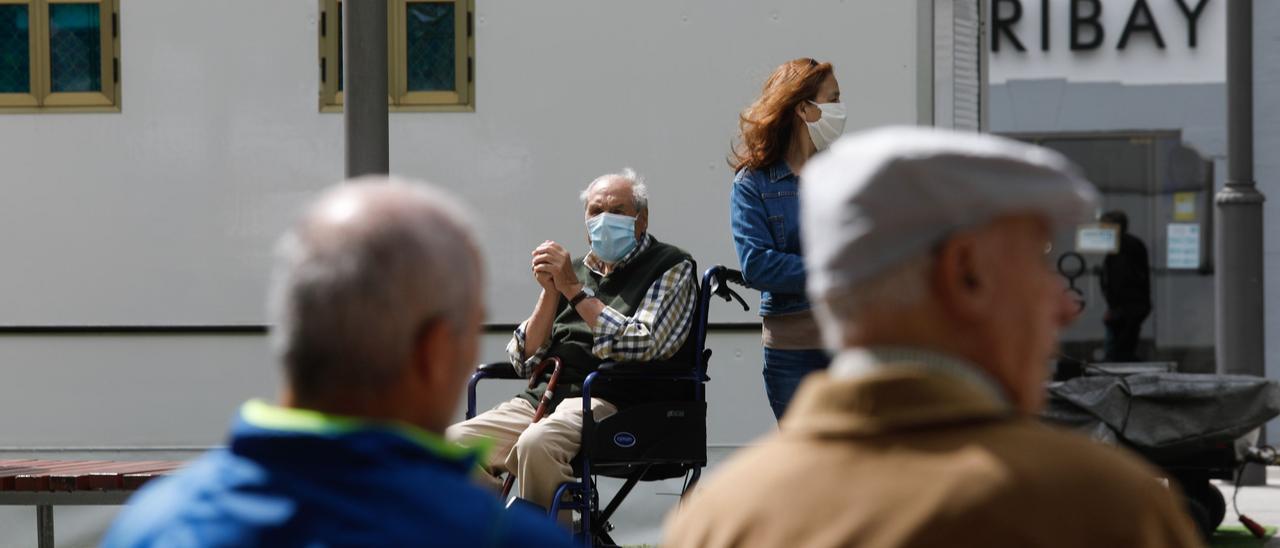 Personas mayores en Avilés.