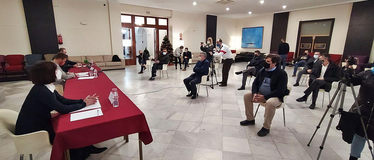 Empresarios de la comarca, en el acto de presentación de la gala de FAES de este año, ayer en Fomento.   T. Á. C.