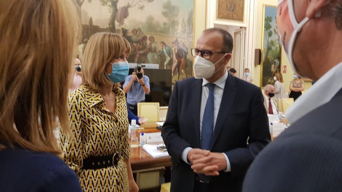 La ministra Pilar Alegría y el consejero aragonés, Felipe Faci, este miércoles en Madrid.