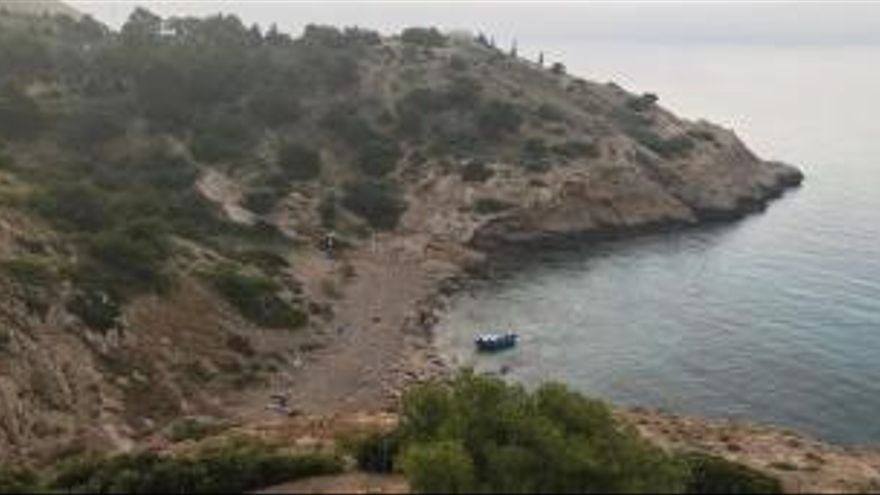 Interceptan a 11 inmigrantes en una patera en Benidorm