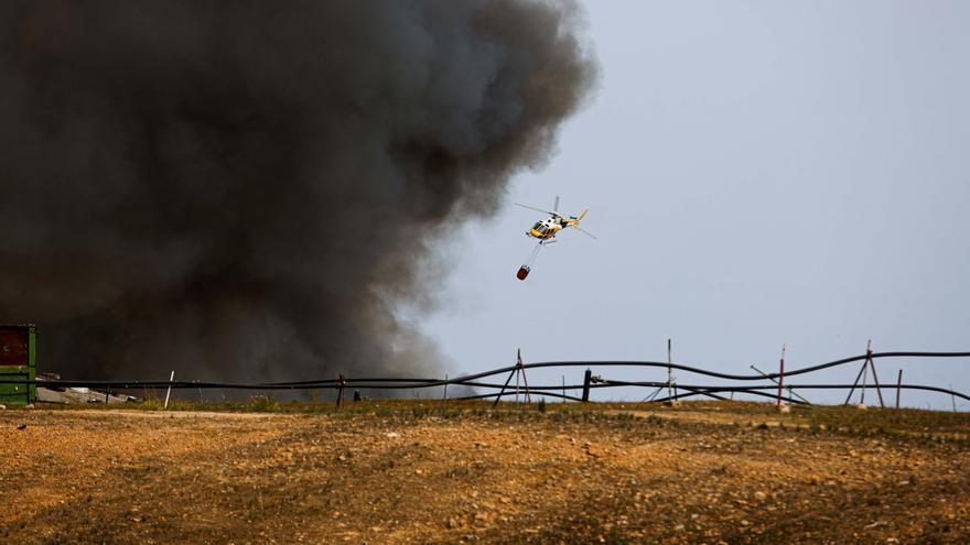 Una bengala caducada causó el incendio del vertedero de Ibiza