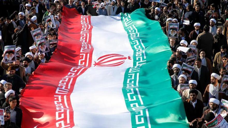 Miles de iraníes salen a las calles para apoyar al Gobierno
