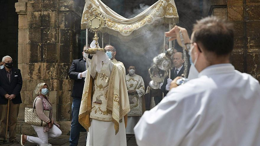 San Nicolás celebra el Corpus Christi con misa, escolanía y procesión