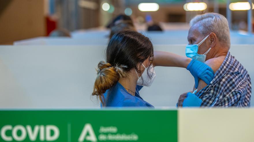 Andalucía bate de nuevo récord diario con 141.031 vacunas