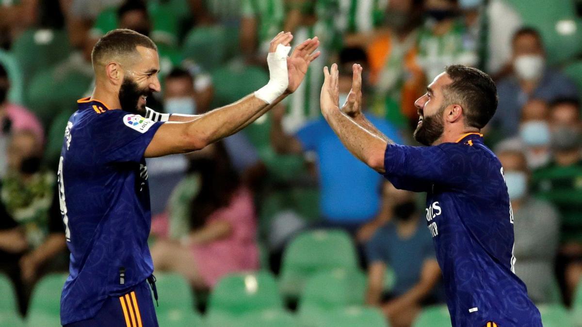 Benzema y Carvajal celebran el gol del Real Madrid.