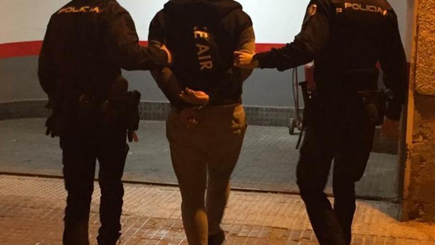 Detienen a dos presuntos ladrones de un robo en casa de José María Rodríguez