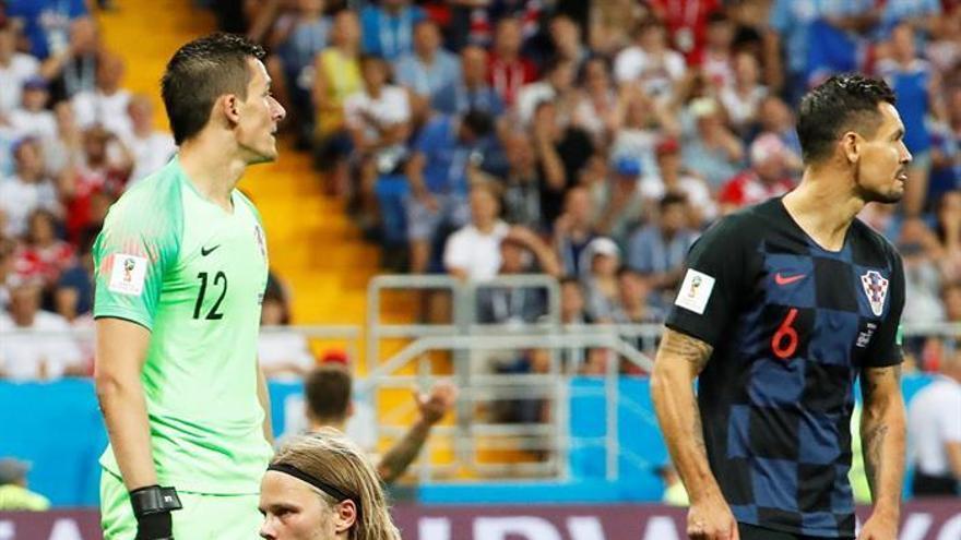 Islandia se despide batallando (1-2)