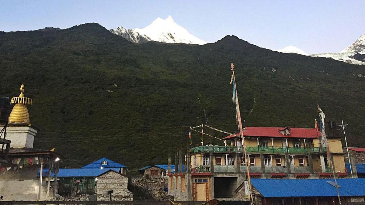 El Manaslu, desde la localidad de Samagaun, la última habitada antes de la gran montaña. / MRP