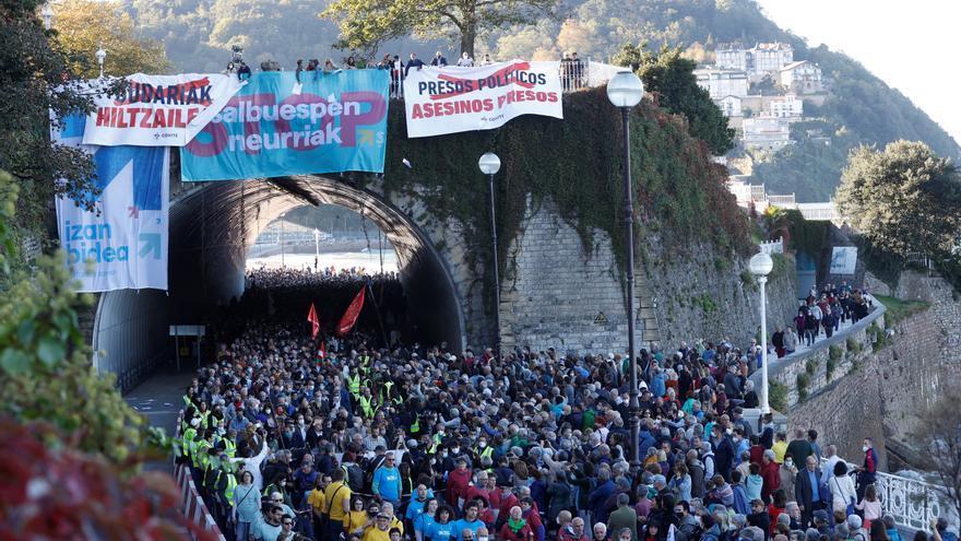 Cientos de personas se manifiestan en San Sebastián por los presos de ETA con el apoyo de ERC y JxCat