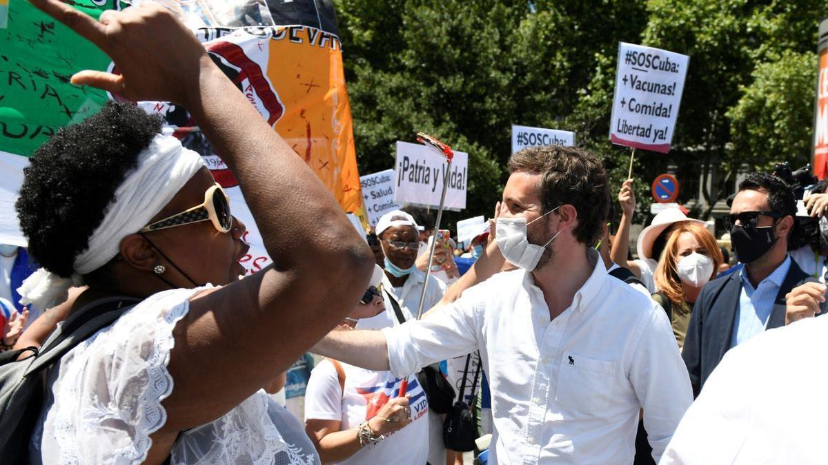 Pablo Casado, el domingo 25 de julio, participa en una protesta en Madrid en defensa de los derechos humanos en Cuba.