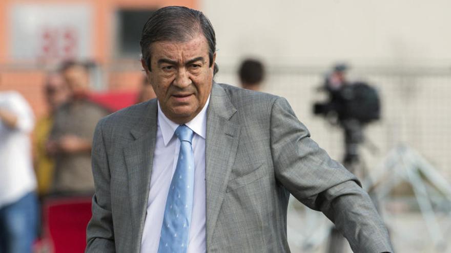 """Álvarez-Cascos: """"Mai vaig rebre cap trucada en relació amb adjudicacions"""""""