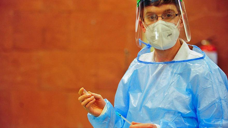 La incidencia en O Salnés cae de forma pausada aunque en el Hospital solo hay tres pacientes
