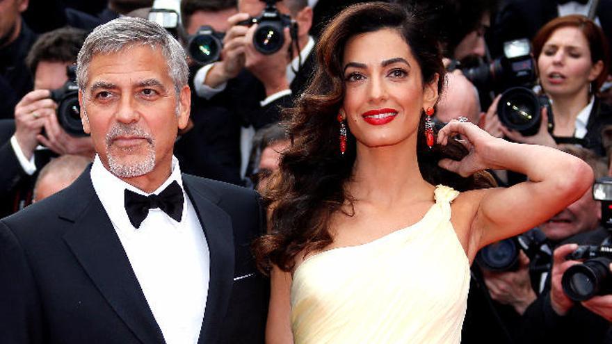 Los Clooney esperan gemelos