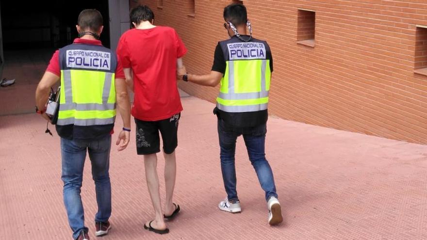 Detenido por ofrecer dinero a dos menores de Elche para que se desnudasen