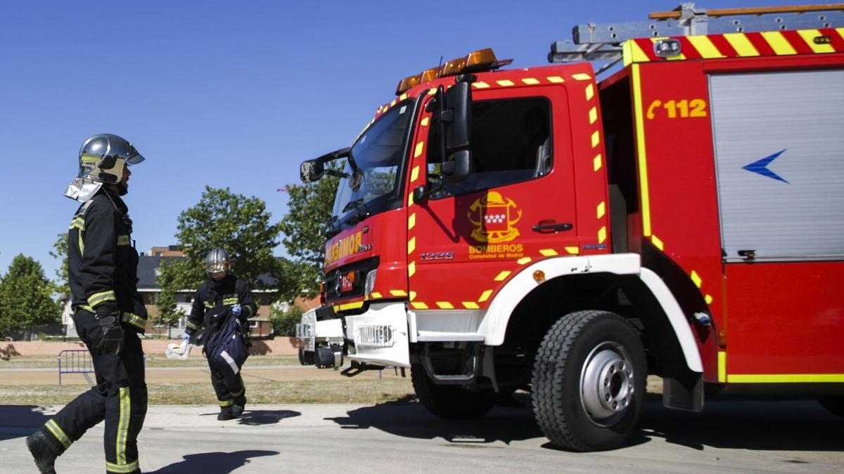 Imagen de recurso de dos bomberos.