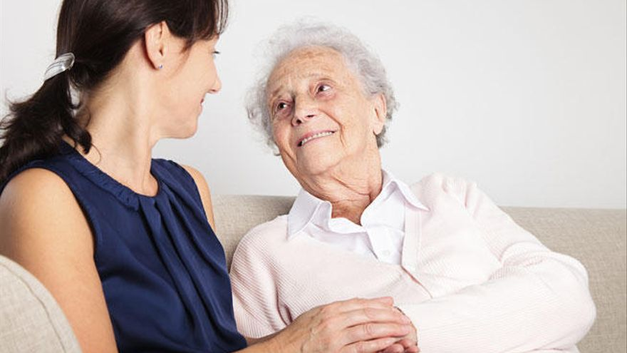 Siete de cada diez muertos por demencias son mujeres