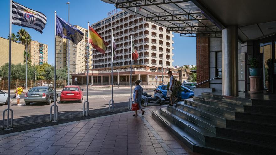 Los hoteles capean el verano