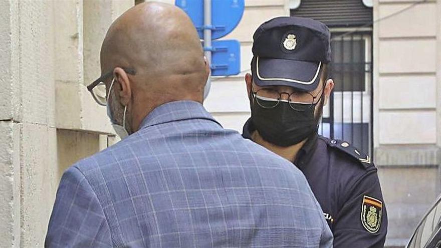 La Guardia Civil halló en estado de shock a la chica que acusó de violación a su jefe en Alicante