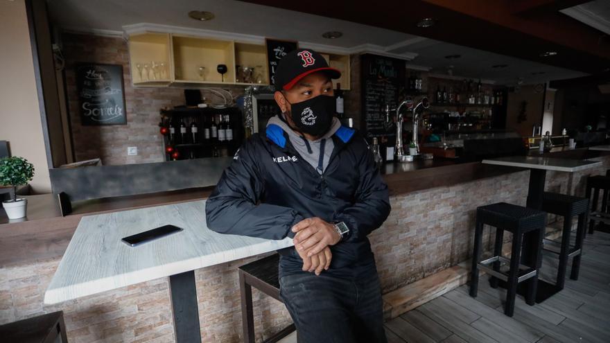 Un avilesino abre un bar en plena pandemia y solo puede trabajar 20 días de 150