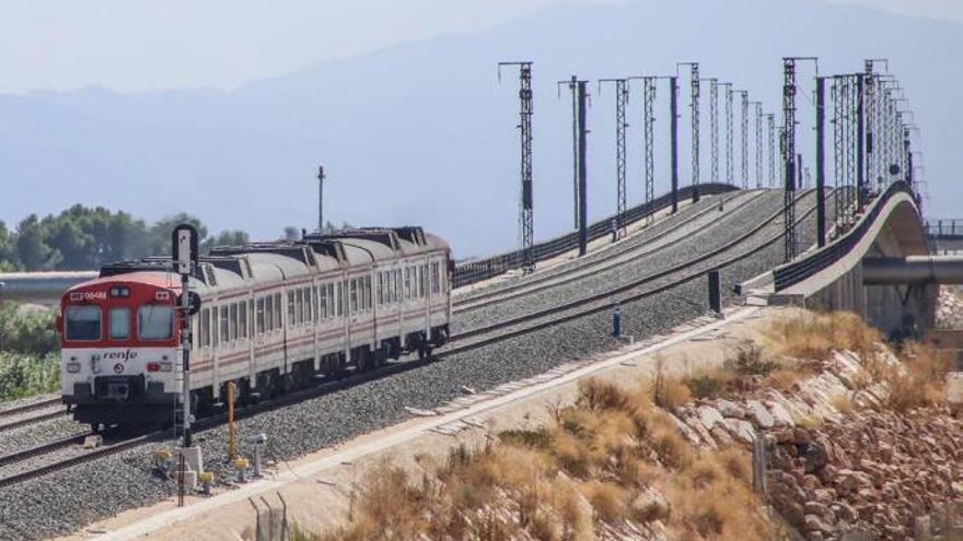 El retraso en el cambio de ancho de la vía del AVE evita los trasbordos