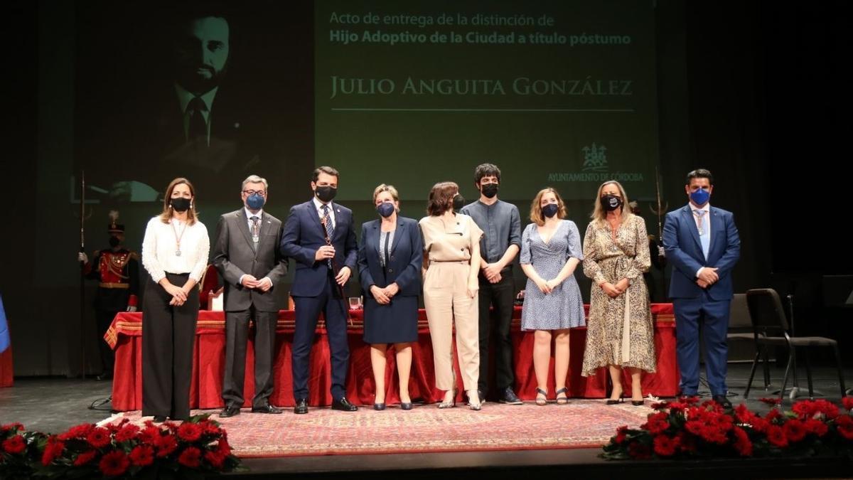 Acto de nombramiento de Julio Anguita como Hijo Adoptivo de la Ciudad de Córdoba, al año de su muerte.