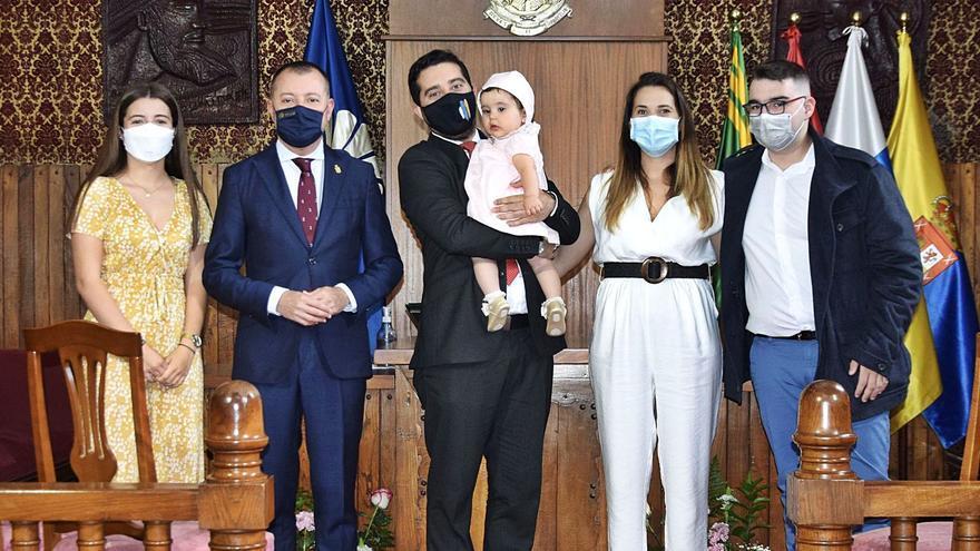 El bautizo civil de la pequeña Alana