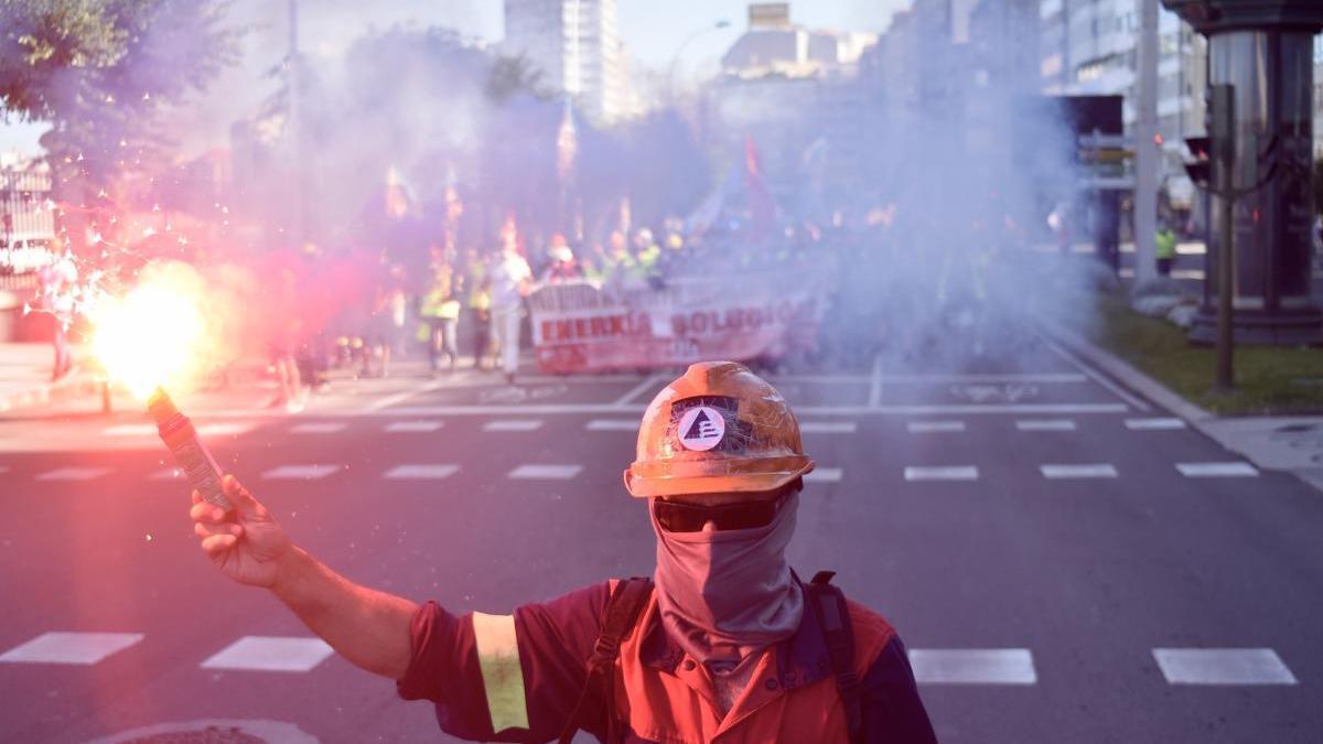 Trabajadores de la industria electrointensiva en una protesta en A Coruña. // Víctor Echave