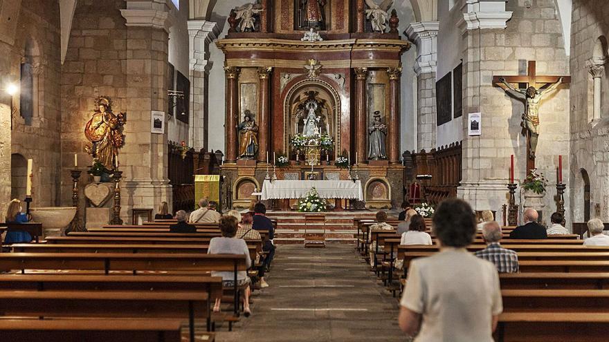 Los devotos acuden al novenario de La Concha en la iglesia de San Vicente en Zamora