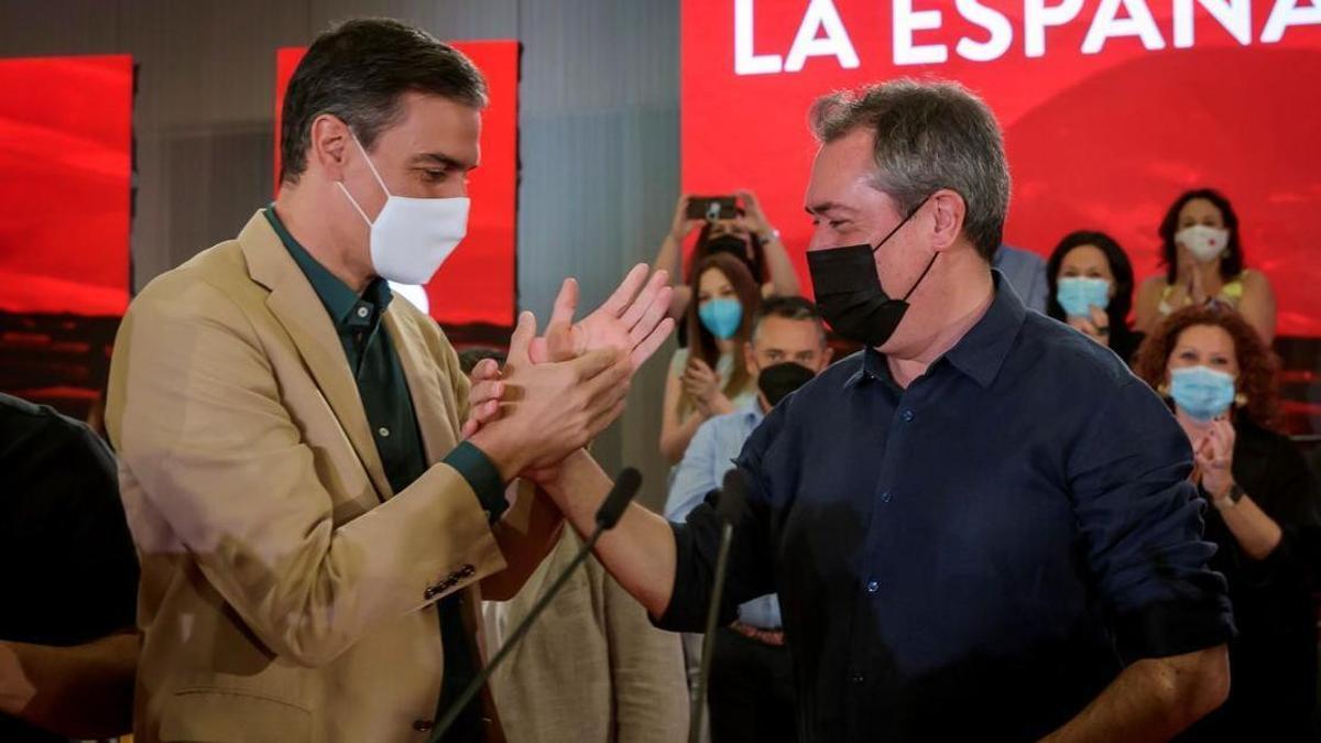 Pedro Sánchez, con el candidato socialista a la Junta de Andalucía, Juan Espadas.
