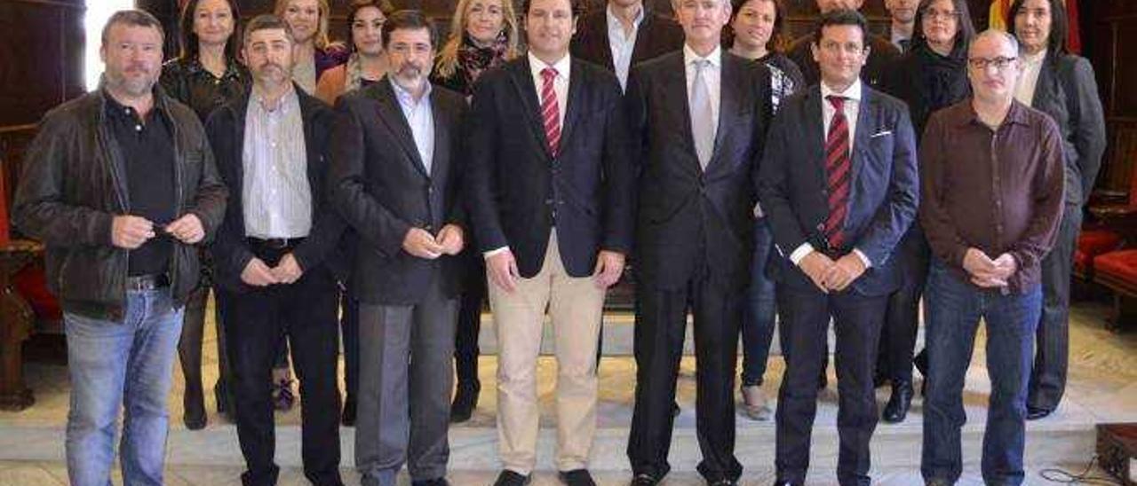 El ayuntamiento de Sagunt y ArcelorMittal España escenificaron ayer el consenso que ha conducido a la resolución de un conflicto que se prolongó durante años bajo el impulso de la reivindicación social de conseguir una Gerencia pública para el disfrute de todos.