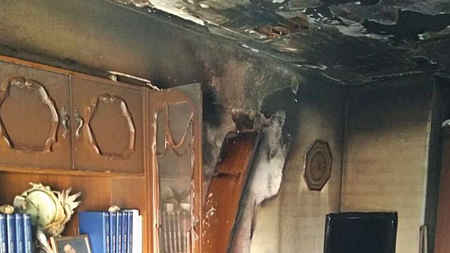 Los bomberos evitan daños mayores en un edificio incendiado en la calle Corredera de Toro