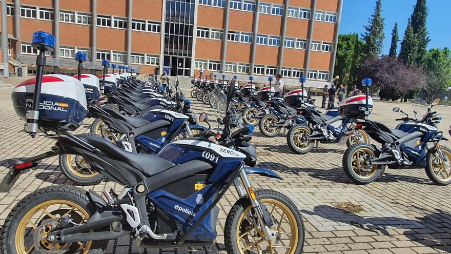 22 motocicletas eléctricas a su flota de vehículos de la Policía Nacional de Canarias