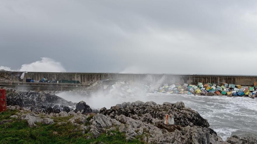 El temporal causa destrozos en Llanes