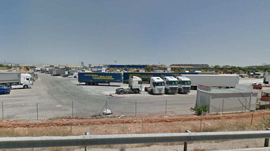 Empresarios del Transporte denuncian la falta de plazas de aparcamiento para camiones en siete poblaciones de l'Horta