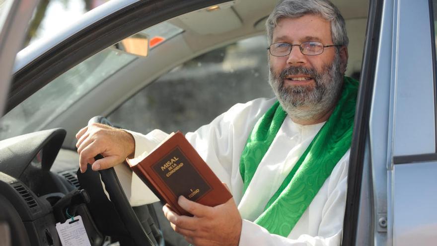 """Un cura de Lugo invoca a Dios para conseguir un """"arquitecto"""" que arregle una carretera"""