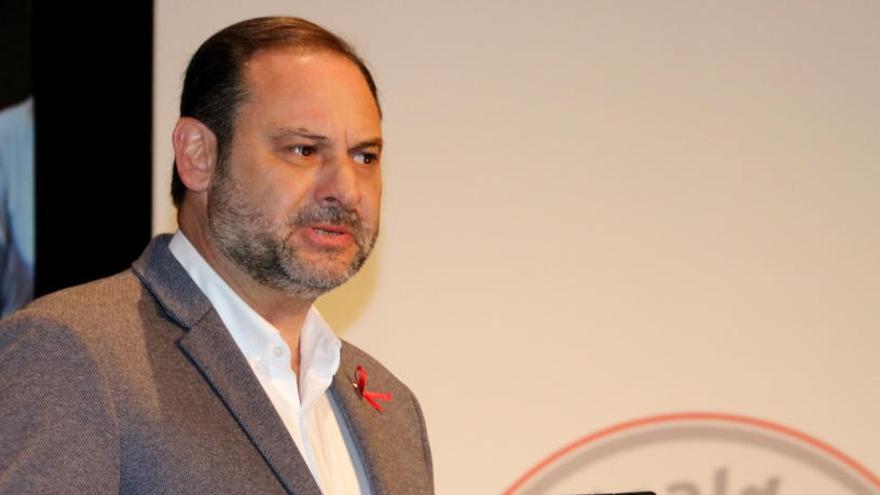 Ábalos qüestiona la reunió del Consell de Ministres a Barcelona i la Moncloa el corregeix