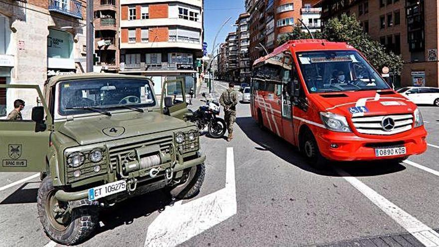 El transporte público reduce hasta un 70% su oferta para limitar la movilidad