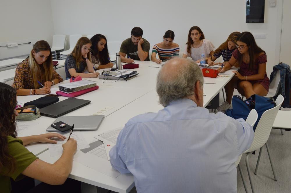 Trenta-un futurs metges estrenen aules a Manresa