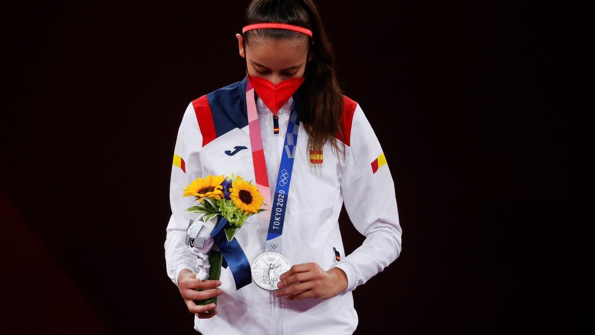 Adriana Cerezo, con su medalla de plata.