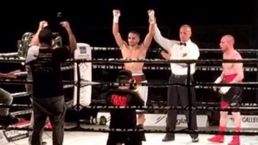 'Gallito' Santana gana su segundo combate profesional