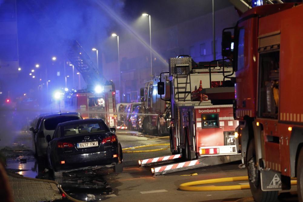 Al menos dos muertos en el incendio en Badalona