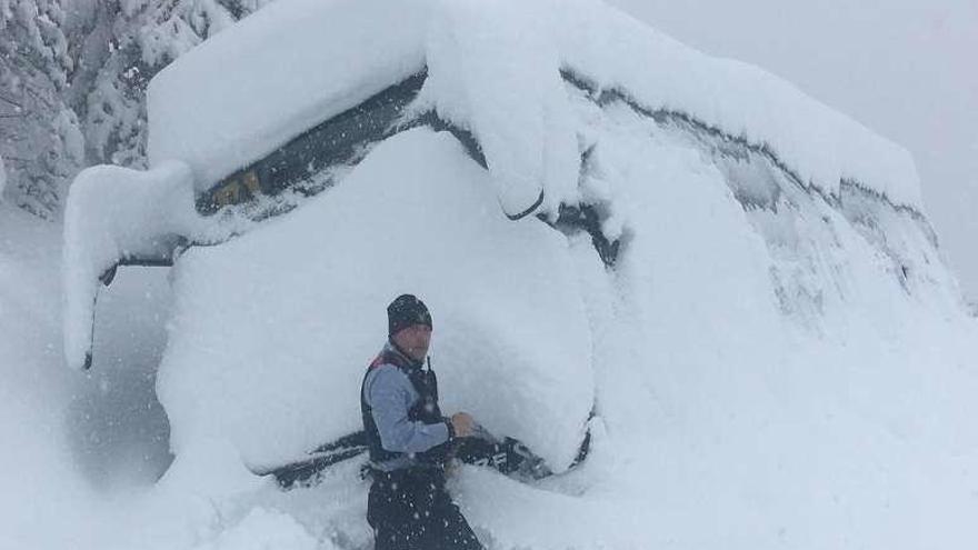 El corte al tráfico de la AP-6 por hielo bloqueó los accesos a Madrid desde el noroeste