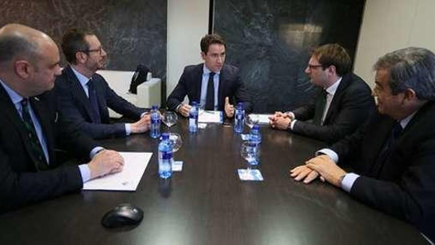 El PP y Foro inician las conversaciones para reeditar la coalición