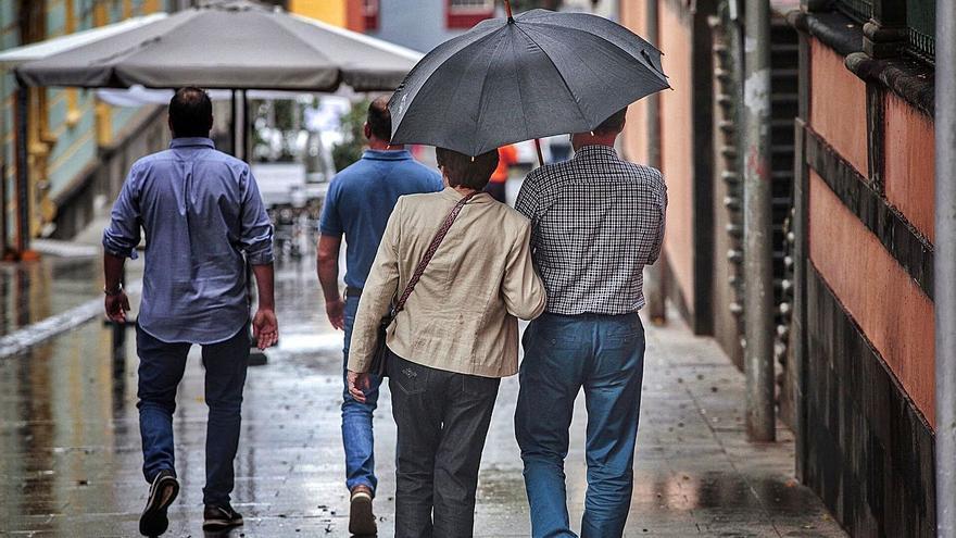 Canarias, en aviso amarillo y naranja por lluvias, vientos y fenómenos costeros