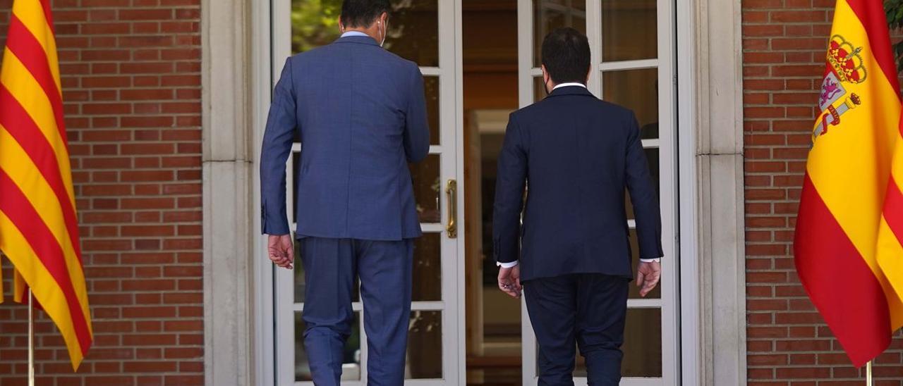 El presidente del Gobierno, Pedro Sánchez, y el president, Pere Aragonès.